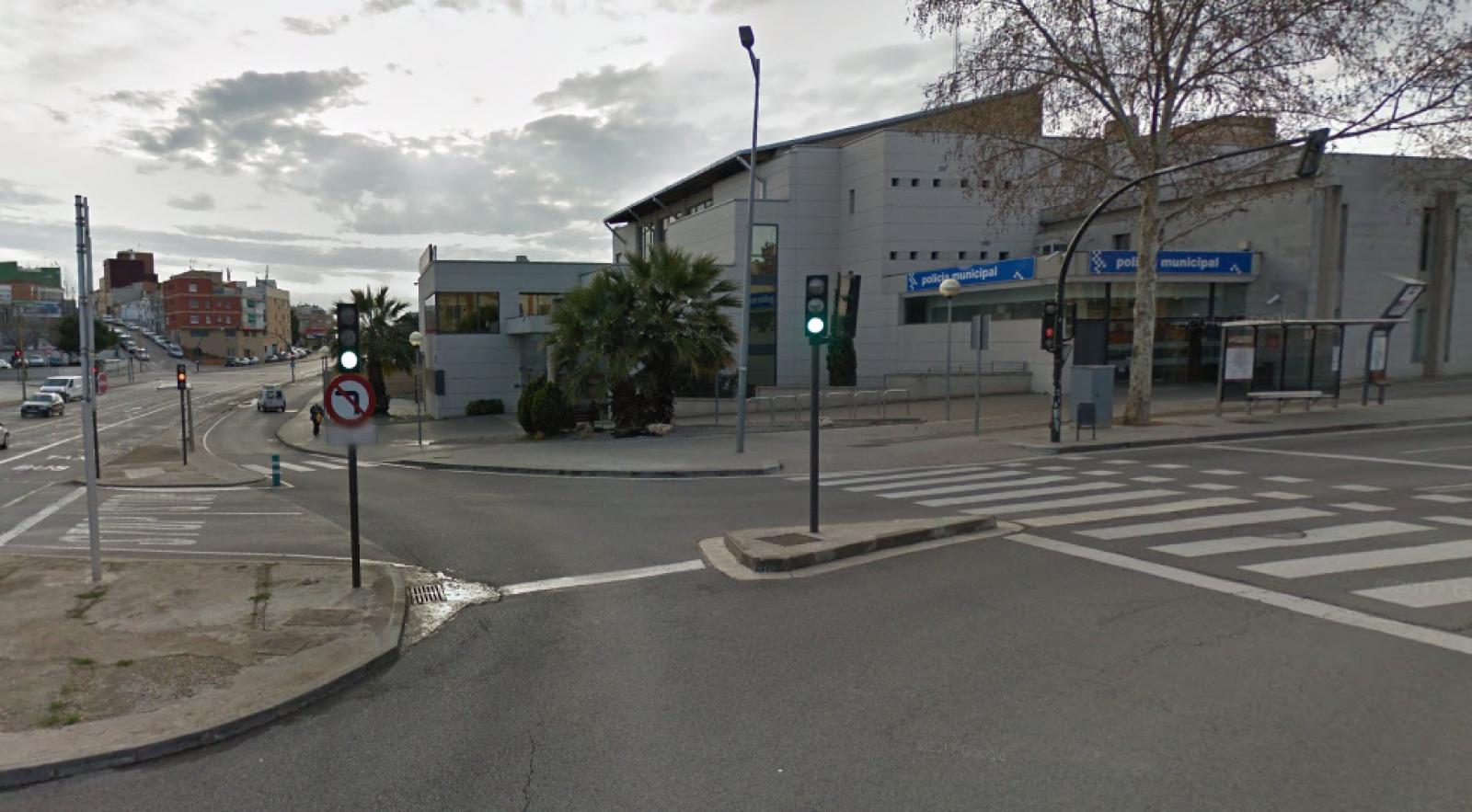 Avinguda de les glòries catalanes amb la comissaria de la Policia Local