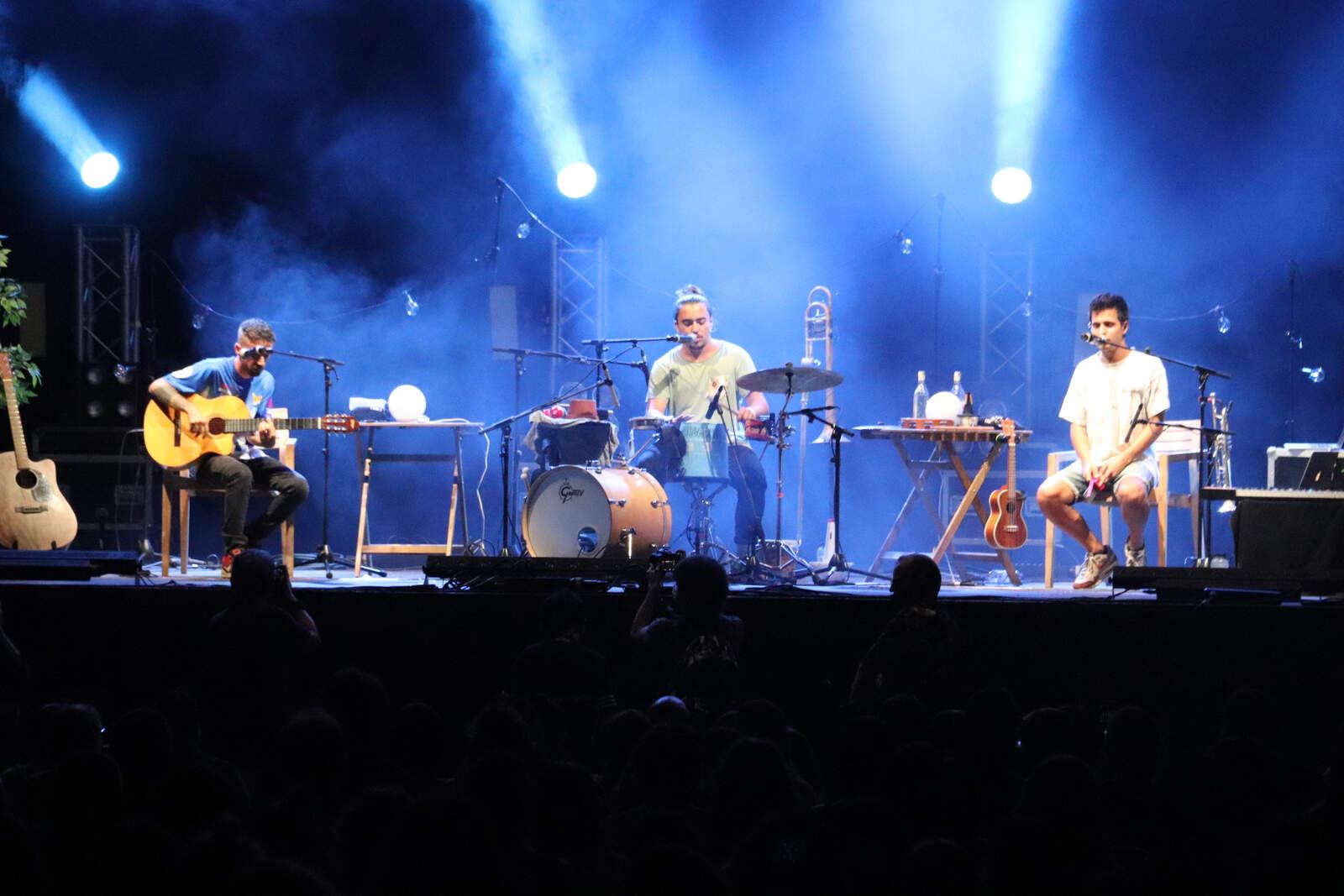 Stay Homas interpretant un dels seus temes en el concert de les Nits d'Acústica