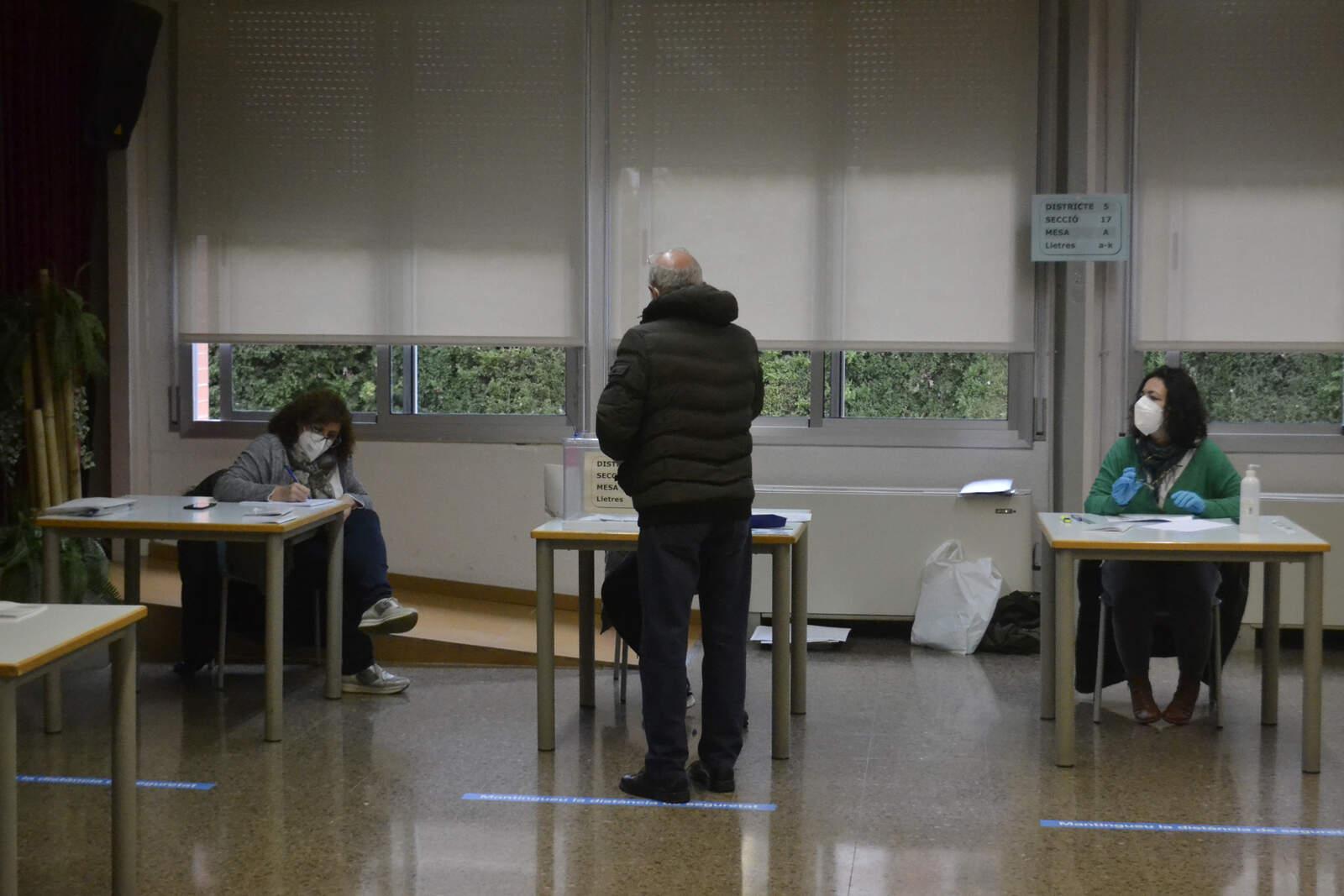 Votacions als col·legis Pere Viver, CC Can Roca i Institut Can Roca
