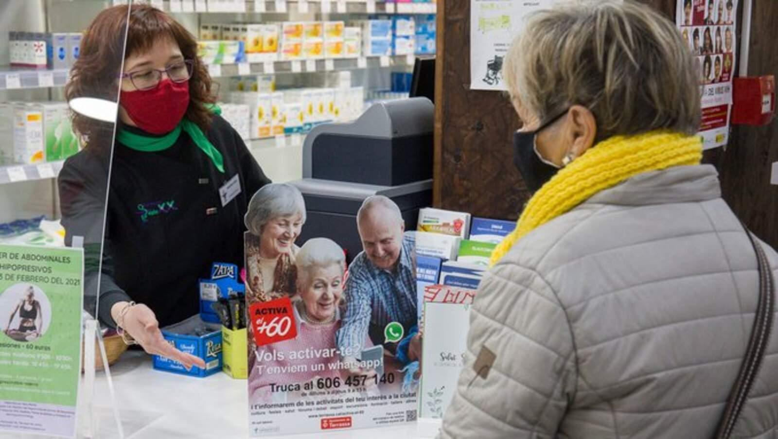 Les farmàcies són un dels punts de difusió dels nous grups de whatsapp de l'Activa't +60