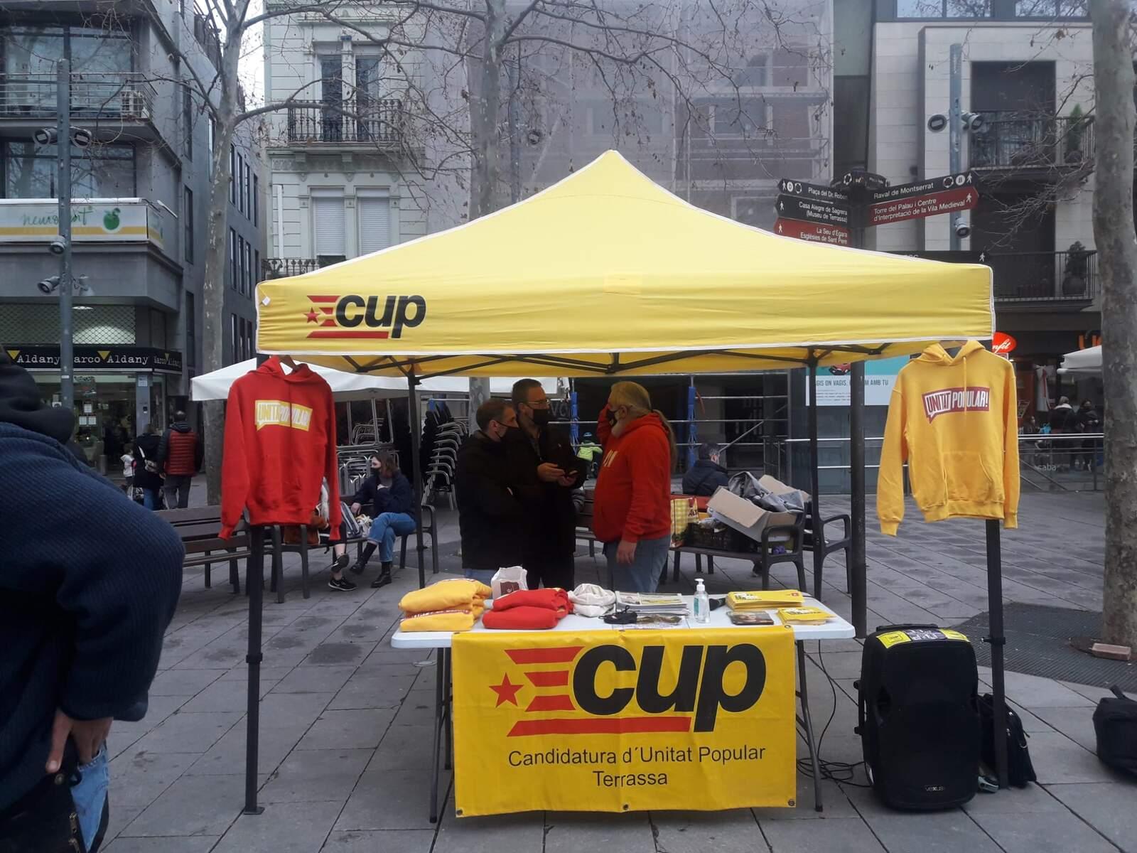 Paradeta de la CUP, a la plaça Vella de Terrassa