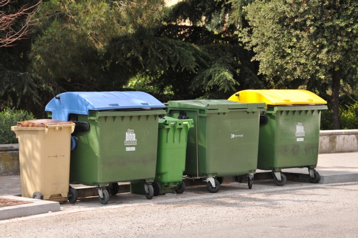Bateria de contenidors a Terrassa    Consorci de Residus del Vallès Occidental