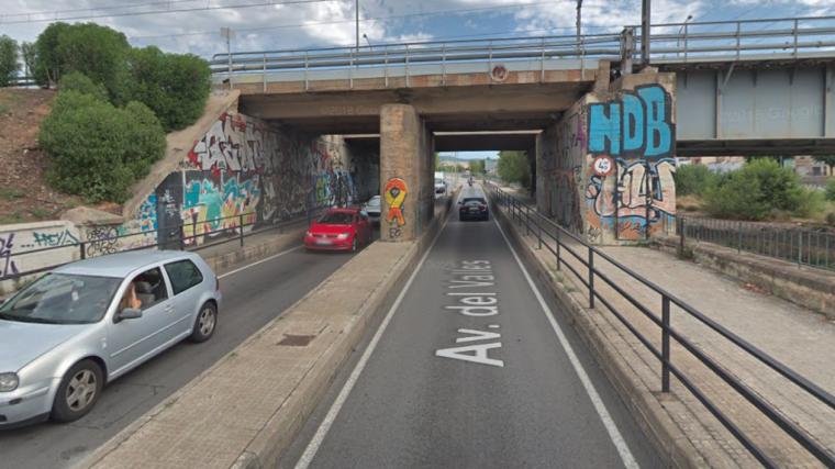 El tram de l'Avinguda del Vallès per on creua el pont de Renfe    GM