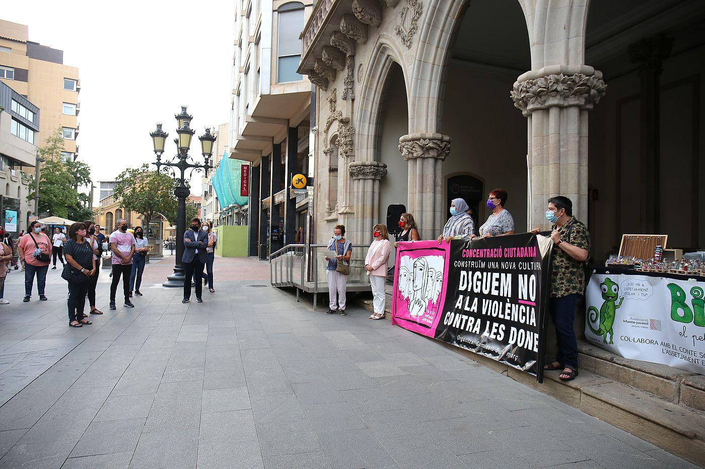 Concentració contra violències masclistes a Terrassa   Aj. Terrassa