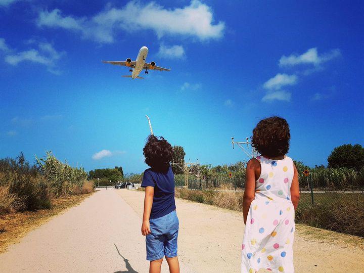 Els dos germans d'en Xito, al mirador d'avions al Prat   J.B.