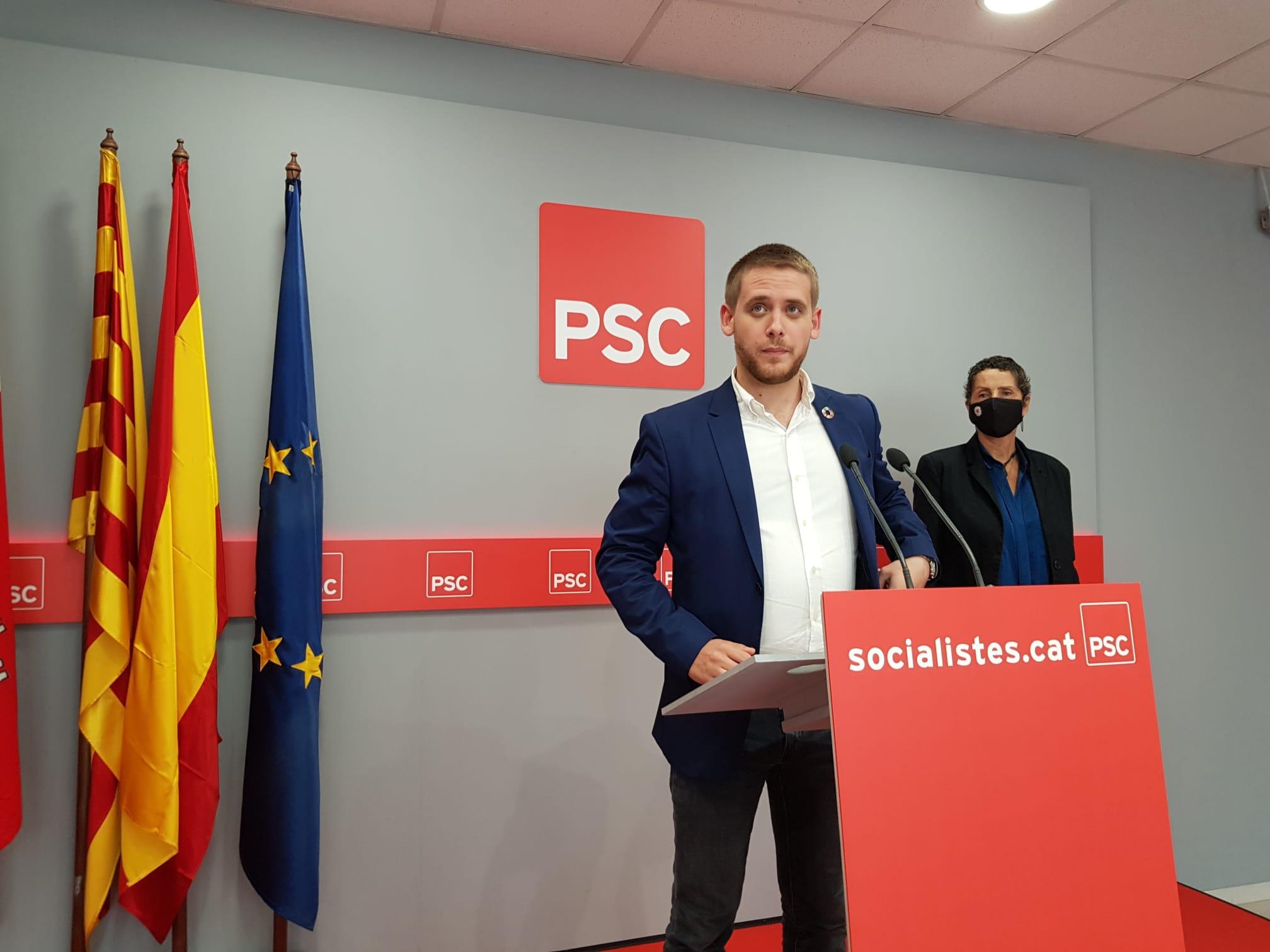 Els regidors socialistes Javi García i Josefina Merino a la seu del PSC | Lluïsa Tarrida