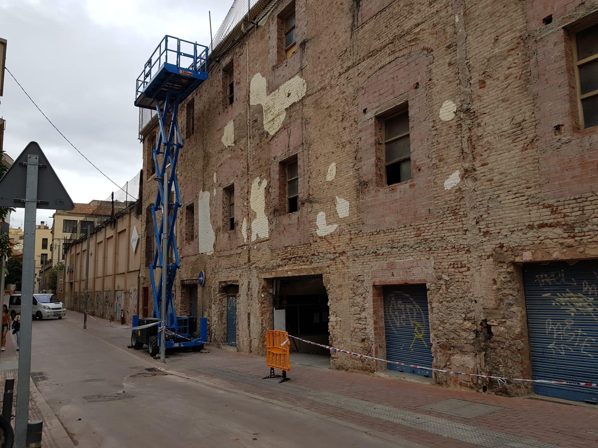 Intervenció a la coberta de l'edifici adjacent al vapor ros de Terrassa | Lluïsa Tarrida